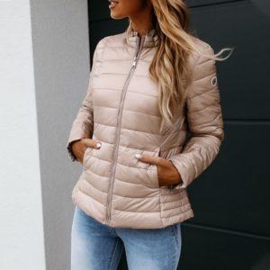 Dámská moderní bunda na podzim