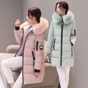 Dámska zimná bunda s výrazným golierom a nášivkami