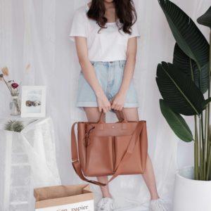 Jednoduchá dámská kožená kabelka