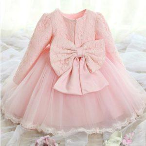 Dívčí krásné společenské šaty zdobené mašlí