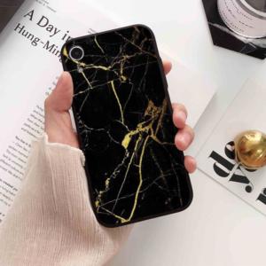 Luxusní kryty na iPhone z tmavého mramoru