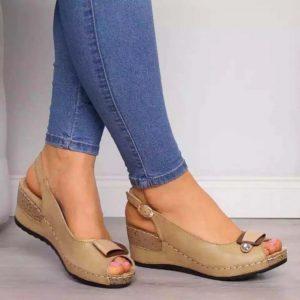 Dámské elegantní sandály na klínu