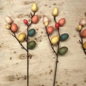 Velikonoční dekorace - barevná vajíčka