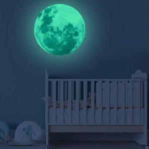 Svítící samolepka měsíce na zeď