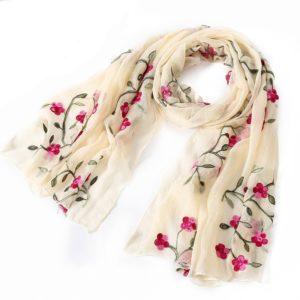 Jarní šátek s výšivkou