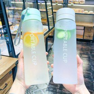 Luxusní plastová matná láhev na vodu s velkou kapacitou