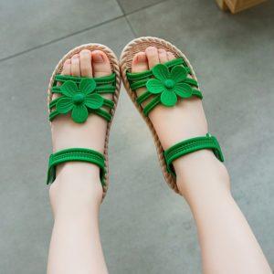 Dívčí sandálky s kytičkou