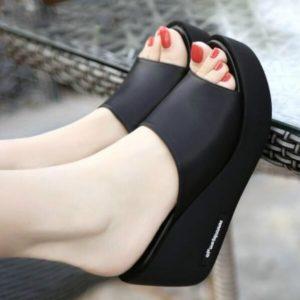 Dámské pantofle na platformě