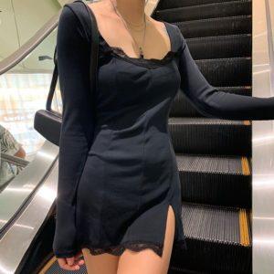 Dámské jednoduché šaty s dlouhým rukávem a rozparkem