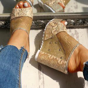 Dámské sandály na vysokém klínu se zdobením