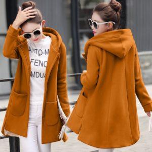 Dámský barevný kabát na podzim