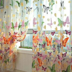 Krásná záclona s motýlky a květinami